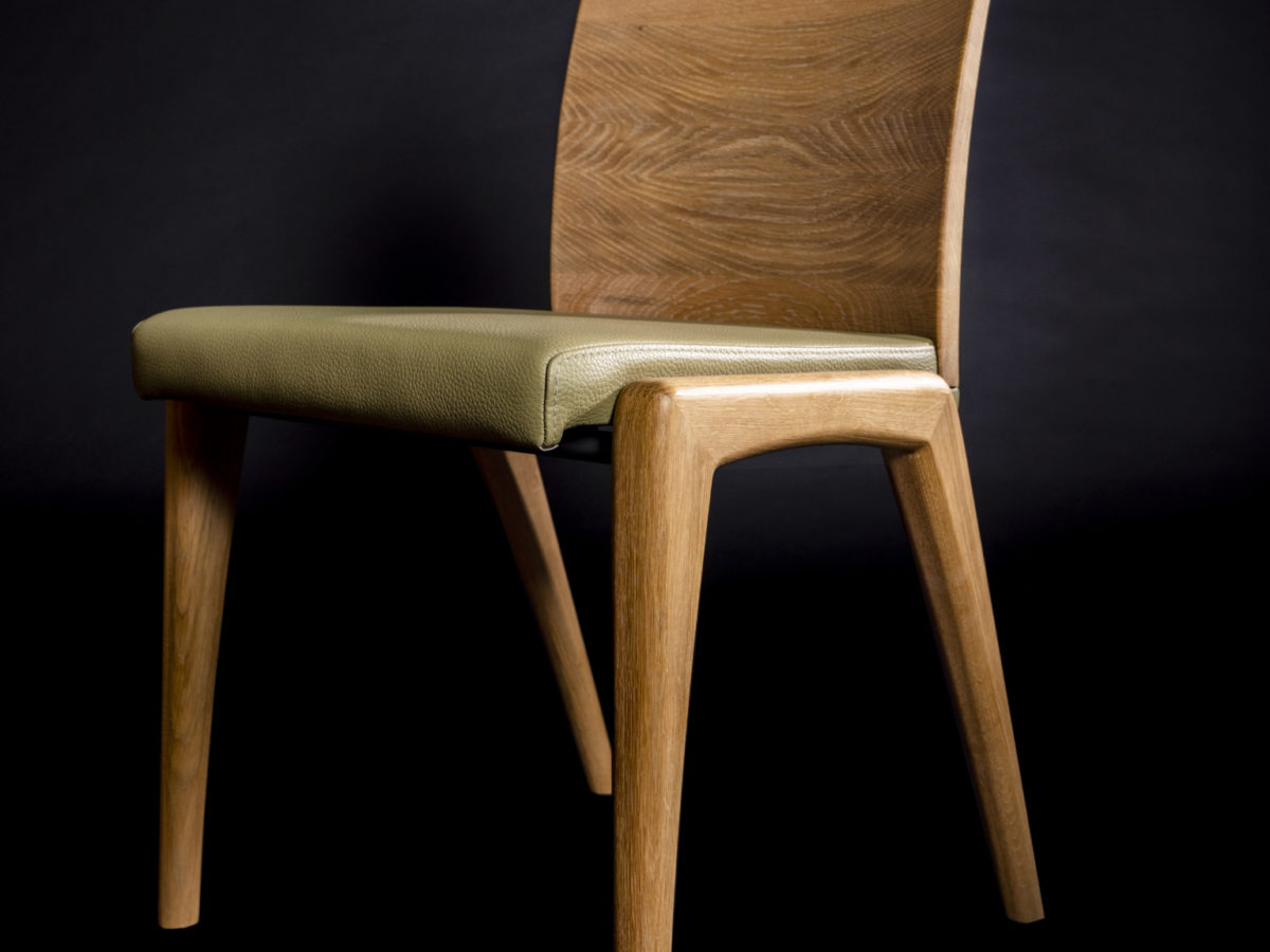 MEDEA tömörfa szék